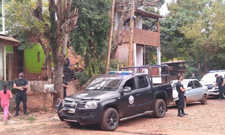 Gran despliegue policial en Villa Tacuara por el robo de unas zapatillas