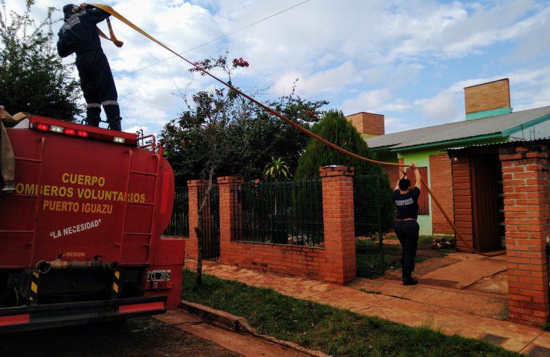 Hoy continúa el operativo de distribución de agua potable en los barrios afectados