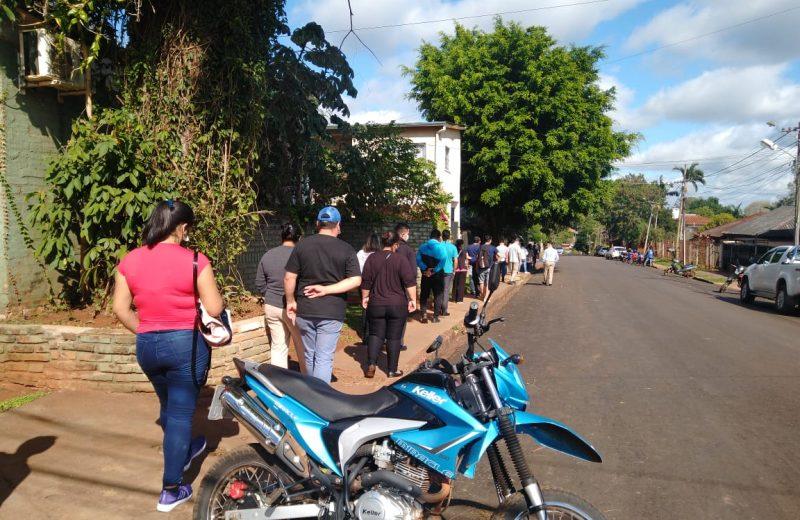 Largas filas en el vacunatorio exclusivo para trabajadores del turismo