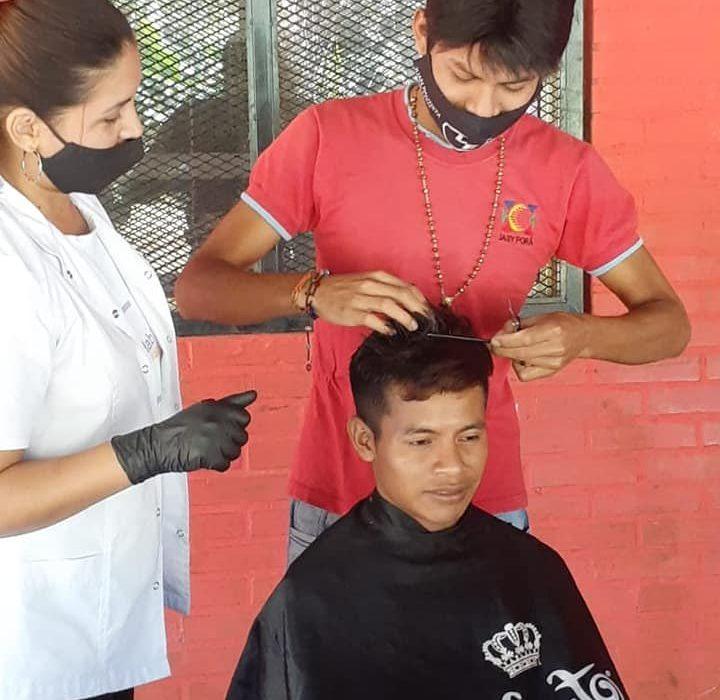 Los peluqueros y manicuristas mbyá guaraníes recibirán sus certificados este sábado