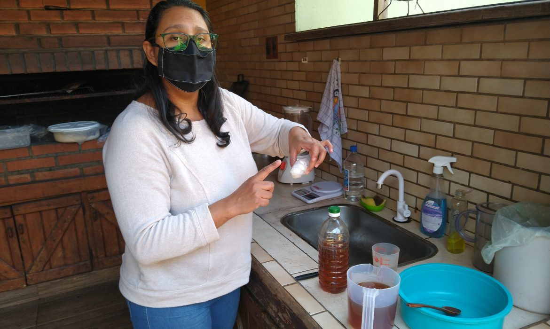 Utiliza aceite usado para fabricar jabones terapéuticos