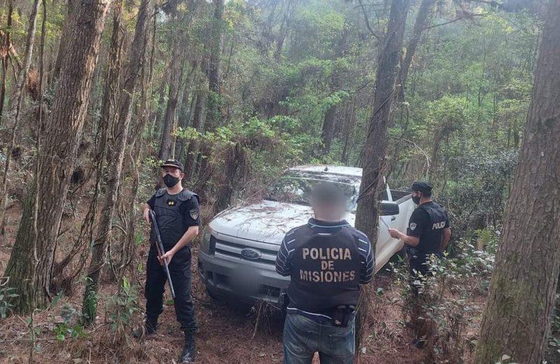 Tras un intenso operativo la policía recuperó una camioneta oculta en un pinal
