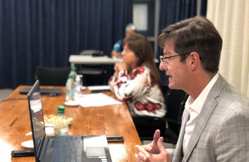 Rojas Decut expuso ante la Comisión de Presupuesto