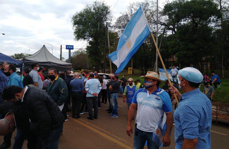 Cerca de 200 personas cortan la ruta para exigir la apertura de las fronteras