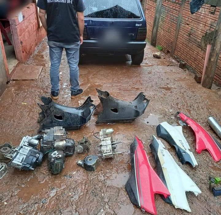 """Desmantelaron un aguantadero de """"autopartes"""" y detuvieron a tres hombres vinculados al robo de un automóvil"""