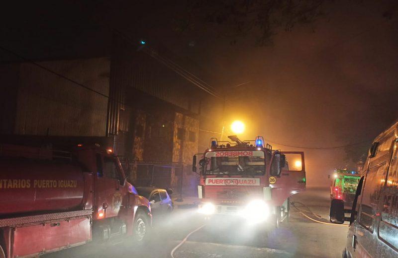Iguazú: Un depósito con muebles ardió en llamas en zona industrial