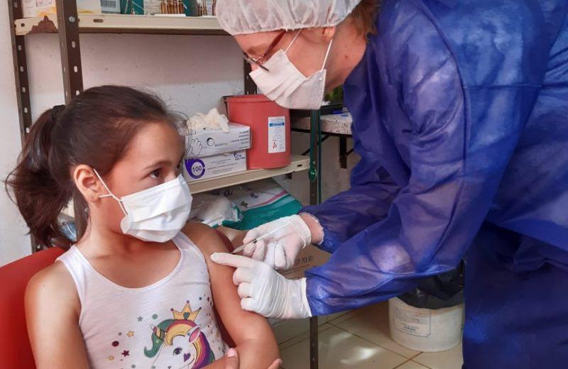 Vacunarán a los niños entre 3 a 11 años sin turno